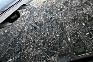 imagefinder_Life-of-Pix-free-stock-photos-plane-fly-city-MacNicolae-1440x960-880x587